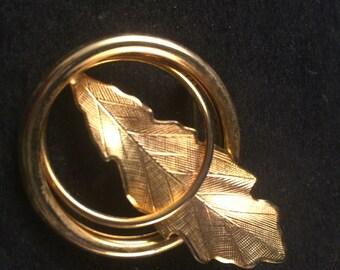 Vintage 1960's Era Goldtone Leaf Scarf Pin