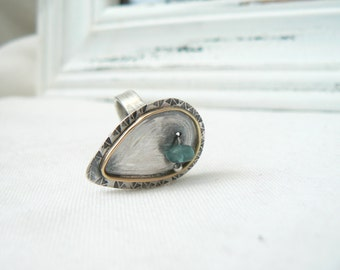 Oxidized Sterling Silver, 18k yellow Gold and apatite rough nugget Ring - Handmade Jewelry 925 Gemstone