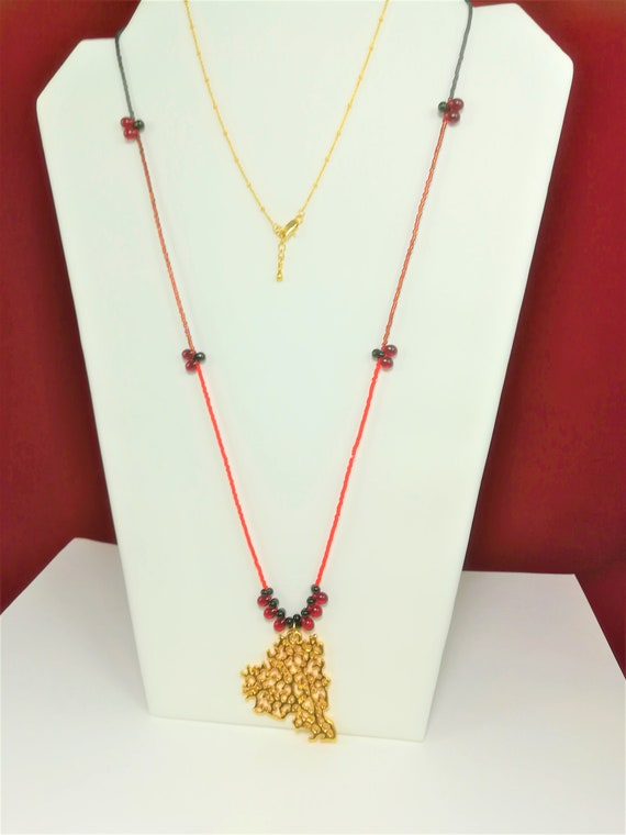 "Bohemian chic necklace ""coral"" gold plated pendant 22 k drops Bohemian crystal, seed beads and gold plated satellite chain"