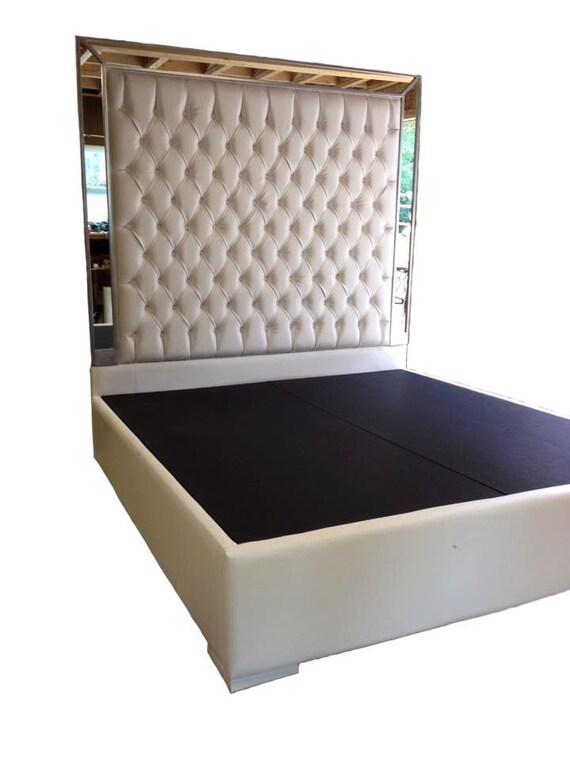 Empenachado de blanco falso cuero rey tamaño plataforma cama