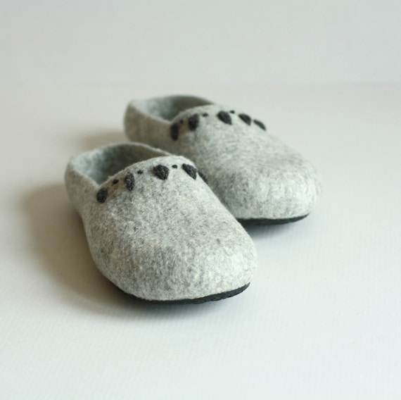 friendly slippers slippers gift Grey day Mom womens felted Mothers gift slipper homeshoes for houseshoes valenki eco handmade women 7qPWwn4SnR