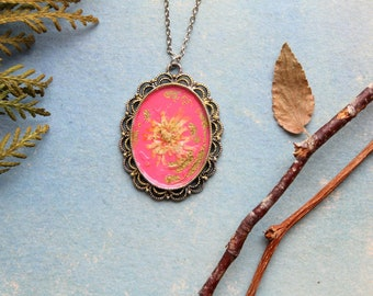 Nature pressed Flowers Necklace,  handmade collage, little flowers, nature lovers, rose and gold