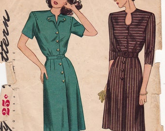 1940s Simplicity 1539 Button Front Dress with Keyhole Neckline or V Flap Vintage Sewing Pattern, Size 16, Bust 34, Complete Unprinted