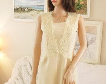 Unworn Apricot cream jumpsuit Lace shorts suit Lace romper Lace pants suit Pastel lace short jumpsuit Wedding short jumpsuit Bridal Evening