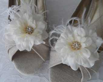 Ivory Flower Bridal Shoe Clips / Bridal Flower Accessories / Rhinestone Shoe Clips / Bridesmaid Shoe  Clips.