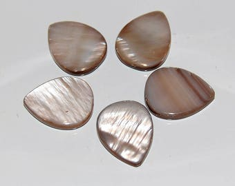3 Mother of Pearl Shell Pendant beads brown 16mmx20mm