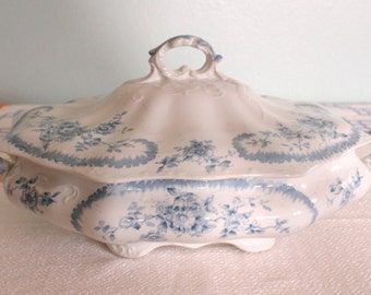 "Pitcairns Limited Tunstall England ""Clifton"" Covered Vegetable Dish"