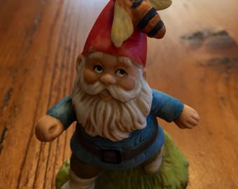 """Vintage 1979 Enesco Dwarf Gnome Figurine Red Hat With Bee Nearly 3.5"""" Tall"""
