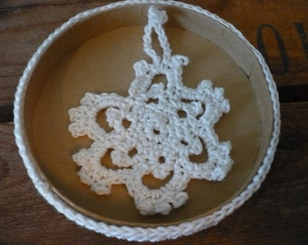 Crocheted snowflakes christmas tree decoration, set of five