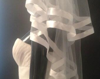 Elbow veil. Wedding veil. Veil with ribbons
