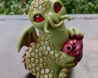 Cutethulhu holding heart - Cthulhu Polymer clay Sculpture