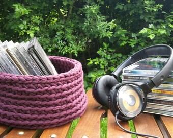 Bordeaux Basket from textile leftovers, crochet, 9 cm / 3,5 inch tall, bottom 19,6 cm / 7,7 inch diameter, top 18,3 cm / 7,2 inch diameter.
