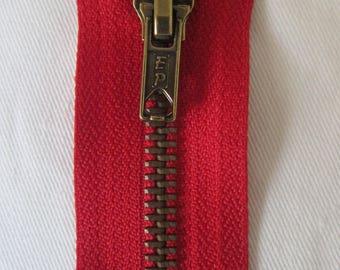 15 cm red zipper closure