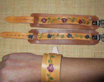 Leather strap bracelet natural flower engraved