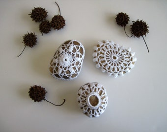 Crochet Lace Covered Stones in White - Medium - Set 6