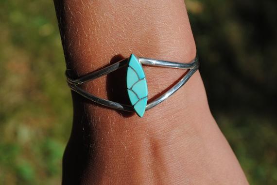 Bracelet manchette Zuni en turquoise et argent