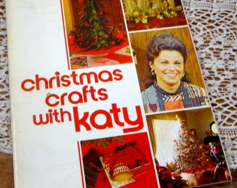 Christmas Crafts With Katy, Retro Tree and Holiday Decorations, Macrame Christmas Tree,  Patterns, 1971  (469-14)