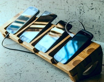 Docking station On four phones Phone 7, iPhone 6 plus, iPhone 6 Samsung Galaxy S6 Galaxy S7  Note 2  Note 3 Note4  Note5  Note 6 and Android