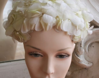 Vintage 1960s Yellow & White Flowered Hat