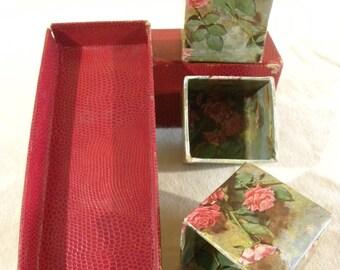 Vintage Treasure Box tout en bon état 3 années 1960 des petites boites pour sortir à motif Floral