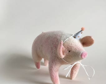 Pig Finger Puppet. Needle Felted Animal. Pig Decor. Farm Themed Decor. Needle Felted Pig. Nursery Art. Unique Baby Gift. Felted Animal.