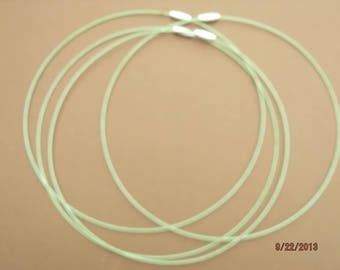 has 1 wire green fade engraved clasp necklace
