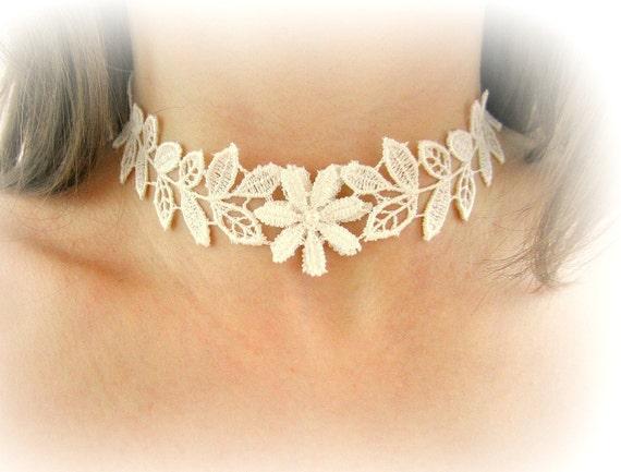 Gargantilla encaje flor y hojas collar encaje blanco marfil