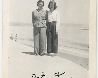 vintage photo 1942 Super Cute Dot & Beulah on Santa Cruz CA Beach snapshot photo