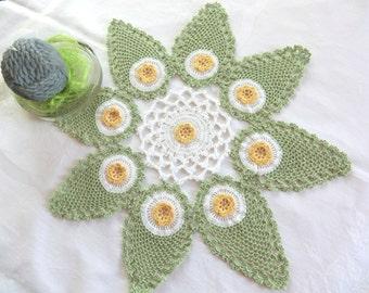 Deckchen, Zierdeckchen, Häkeldeckchen in drei Farben, grün-weiß-gelbes Deckchen aus 100% Baumwolle, echte Handarbeit