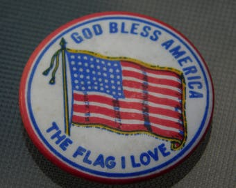 Vintage Pin Pinback Button That Reads God Bless America The Flag That I Love  Dr-27
