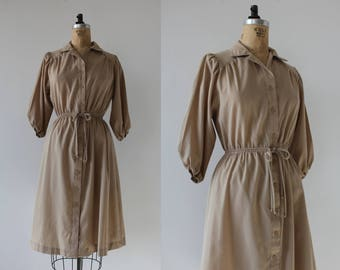 vintage 1970s dress / 70s tan dress / 70s khaki dress / 70s day dress / 70s safari dress / 70s beige dress / 70s shirt dress / small medium