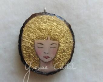 """Pendentif """"femme aux cheveux d'or"""" - bois, peinture, unique, or, accroche, bijou,"""