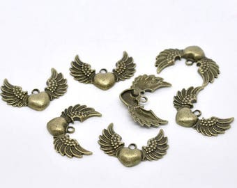 10 Antique Bronze Metal Alloy Heart Wing Pendant/Charms 34x27mm (B292a)