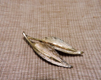 Vintage Mid Century Modern gold tone double leaf pin brooch