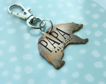 Papa bear keyring, gift for grandpa, fathers day gift, unique gift for dad, bear keychain, new dad, personalized name keyring, est. year