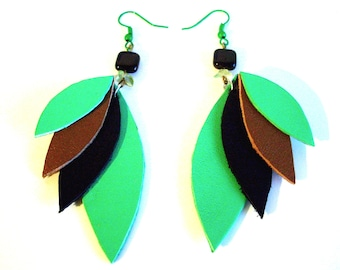 * Green and black leather feather earrings *.