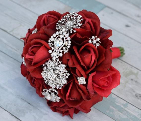 bouquet de mari e rouge broche natural touch roses de soie. Black Bedroom Furniture Sets. Home Design Ideas