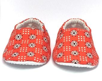 9-12mo RTS Baby Moccs: Dots Orange Blue White / Crib Shoes / Baby Shoes / Baby Moccasins / Vegan Moccs / Soft Soled Shoes / Montessori Shoes