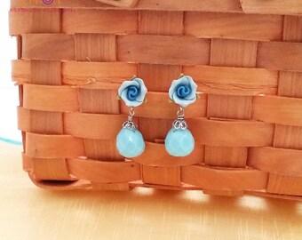 Blue Flower dangle earring,Pretty earring,Turquoise dangle earring,spring earring,Gemstone dangle earring,Bridesmaid Earrings,Floral earring