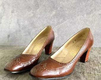 Vtg 70's Women's Size 7.5-8 Brown Leather Brogue Pumps, Vintage Heels, Made in USA