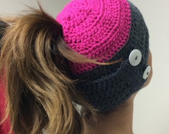 Ponytail Hat, Hat with ponytail, Ponytail toboggan, Ponytail Beanie, Ponytail Winter Hat, Messy Bun Hat