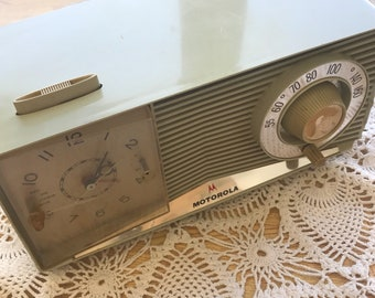 Vintage Motorola C35 2 Tube AM Radio Clock For Parts Or Repair