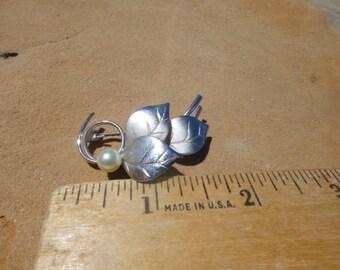 Vintage Unique Peal Swirl Brooch Pendant Pin
