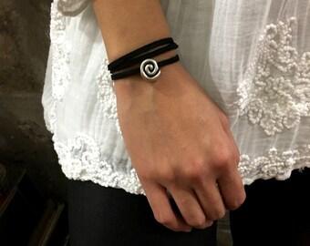 Silver spiral wrap bracelet, Minimalist bracelet, black suede bracelet, Layering Necklace, black wrap bracelet, Suede Choker - AFN 119