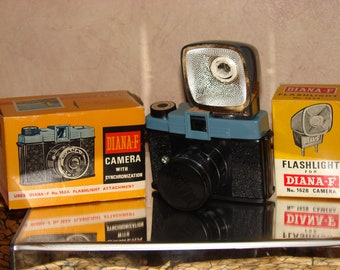 1960s Diana F Camera and Flash MINT, Never Removed from Box! Medium Format, the camera that started Lomography!