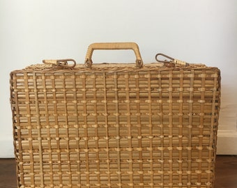 Vintage | Wicker Picnic Basket with Patterned Lining