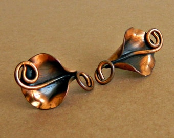 Vintage Copper Lily Earrings, Old Screw-Back Copper Earrings, 40's 50's Lily Flower Earrings.