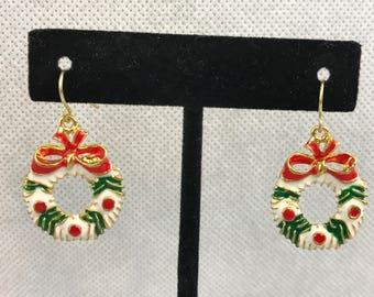 Christmas Wreath Gold Tone Dangle Pierced Earrings