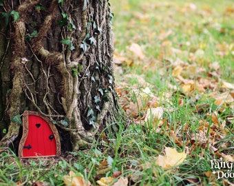 Fairy Door 'Nanda' in Red - Red Fairy door - Fairy door for tree - Miniature door - Fairy garden - Fairytale door - Tooth Fairy door