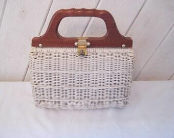 Wicker handbag, wood handle bag, 50s 60s white summer purse, top handle bag, bags and purses, 1165